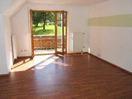 Wohnen in naturnaher Lage - Dachgeschosswohnung mit West-Balkon - im 5-Familienhaus