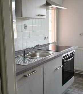 Vollständig renovierte 2-Zimmer-Wohnung mit Balkon und Einbauküche in Nordenham