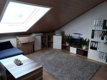 Wohnen auf Zeit für Einzelperson Gepflegte 2-Zimmer-DG Wohnung mit EBK in Sindelfingen