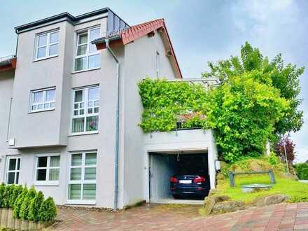 Familientraum - Wunderschöne Doppelhaushälfte mit Garten und Garage