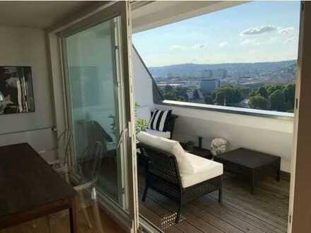 Stilvolle, neuwertige 3-Zimmer-Dachgeschosswohnung mit Balkon und Einbauküche in Stuttgart