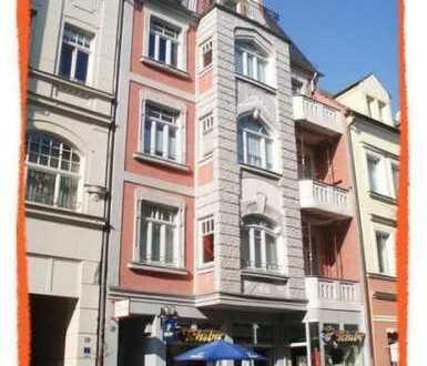 Schöne Familien-Wohnung mit BALKON, Aufzug und Parkett im Zentrum zu vermieten!