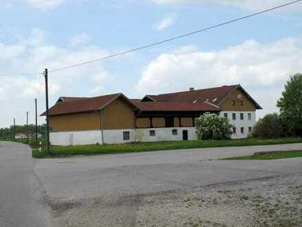 ....landwirtschaftliches Anwesen m. Wohnhaus, Garagen, Nebengebäuden, Hofraum, Garten, Wiesen-