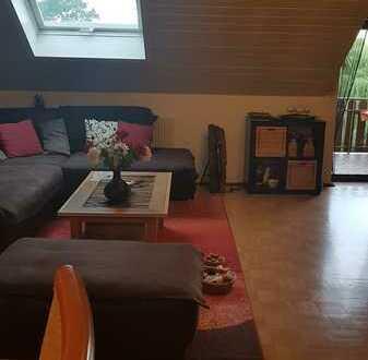 Gepflegte DG-Wohnung mit drei Zimmern sowie Balkon und Einbauküche in Birstein