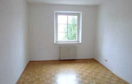 Großräumige ca. 65m², 2,5 Zi.-Wohnung mit Balkon direkt am U1-Mangfallplatz