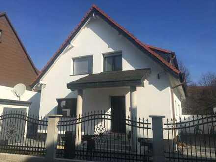 Freihstehendes 1-2 Familienhaus in Karlsruhe mit Garage