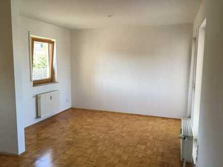 Bruchköbel: Neuwertige 2 Zimmer-Maisonette-Wohnung mit Balkon und EBK von Privat