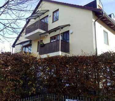 Helle, teilmöblierte, modernisierte 2-Zimmer-DG-Wohnung mit Balkon und EBK in Markt Schwaben