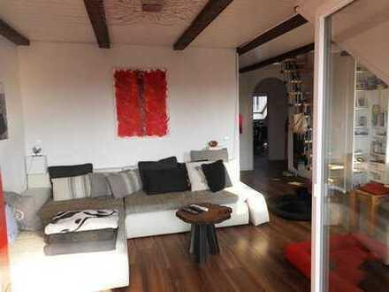 Charmante Dachgeschosswohnung mit ausgebautem Studio - perfekt für Singles oder junge Paare