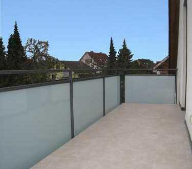 4 ZKB-Whg. im 1.OG +++ Einlieger-Apartment im DG für z.B Büro mit Bad und Küche in Ampermoching