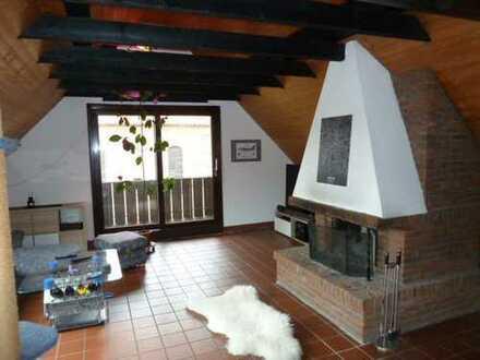 Dachgeschoßwohnung im Stadtkern, Kamin und große Loggia