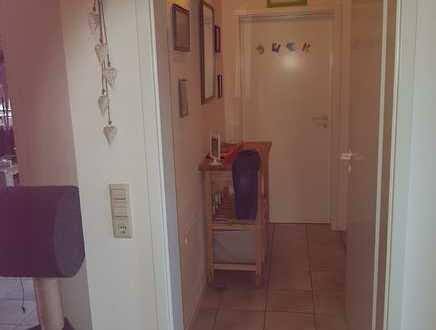 Gepflegte DG-Wohnung mit drei Zimmern sowie Balkon und Einbauküche in Rickenbach