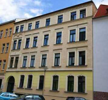 Schöne 2 Zi-Wohnung mit Balkon, Laminat, sep. Küche, Wannenbad in der nördl. Innenstadt