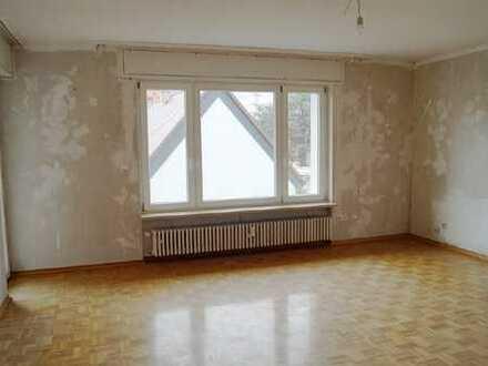 Start ins Wohnglück! Geräumige und helle 5-Zimmer-Wohnung mit Balkon in KA-Daxlanden