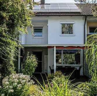 ERBBAU!!!Komplett saniertes RMH mit idyllisch eingewachsenem Garten und Ausbaupotenzial im Dach