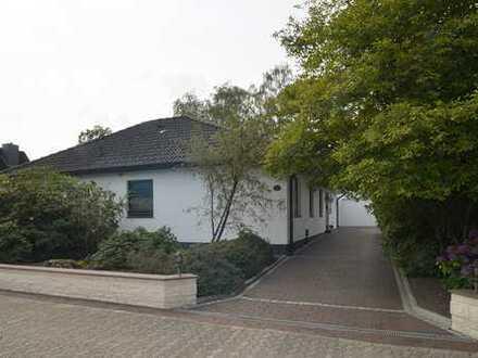 Solides Einfamilienwohnhaus in ruhiger Wohnlage mit einer Doppelgarage