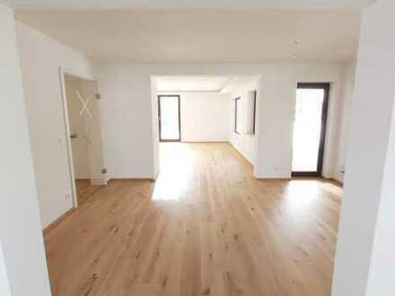 Helle 140qm 5-Zimmer Wohnung. Erstbezug nach Sanierung.
