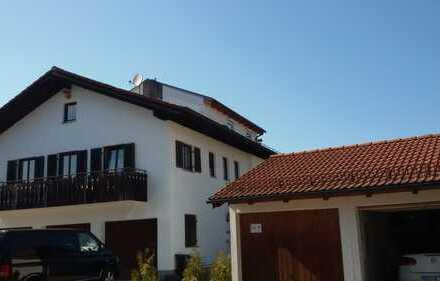 Schöne Maisonette-Wohnung mit Balkon im Stil eines Reihenhauses in Prien