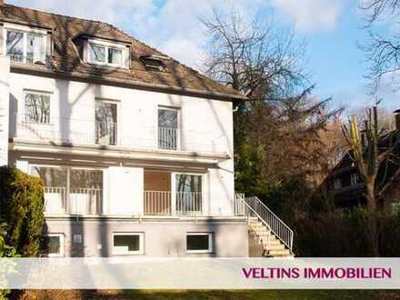 Bad Homburg - Hardtwald: Moderne Haushälfte mit 5 Schlafzimmern, 3 Bädern und großem Garten