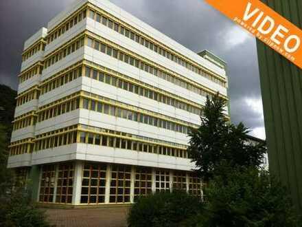 Flexibel gestaltbares Bürogebäude in Bad Berneck zu verkaufen.Jährl. Mieteinnahmen 31.380,00€ Netto