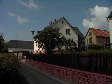 Vollständig renovierte 1-Zimmer-Hochparterre-Wohnung mit EBK in Werdau
