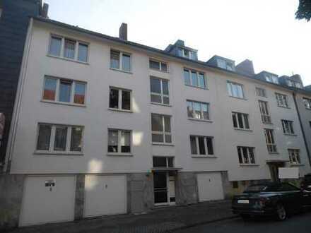 Großzügige Parterre-Wohnung mit Büro/bzw. Einliegerwhg. im Gartengeschoss, Terr.,Garten,2 Balkonen