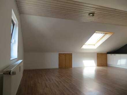 Großzügige 2-Zimmer-Dachgeschosswohnung mit EBK in Ötigheim (107 qm Grundfläche)