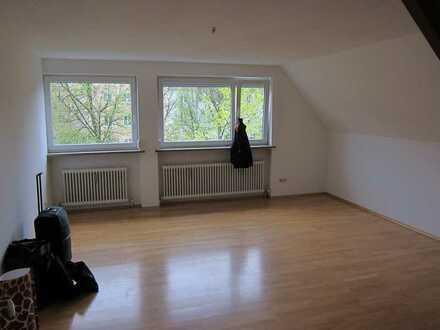 Sanierte 2-Zimmer-Maisonette-Wohnung mit Einbauküche in Augsburg