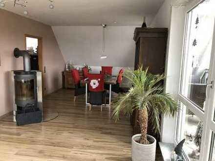 Modernisierte 4-Zimmer-Dachgeschosswohnung mit Balkon und Einbauküche in Rülzheim