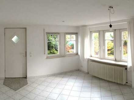 Attraktive 2-Zimmer-Wohnung mit moderner EBK und Terrasse für Einzelperson