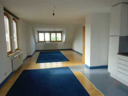 Modernisierte 2,5-Zimmer-Dachgeschosswohnung mit Einbauküche in Lauingen (Donau)