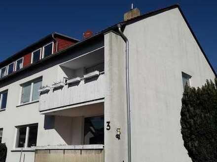 Dreizimmerwohnung mit Zimmer im DG, Balkon und Garage