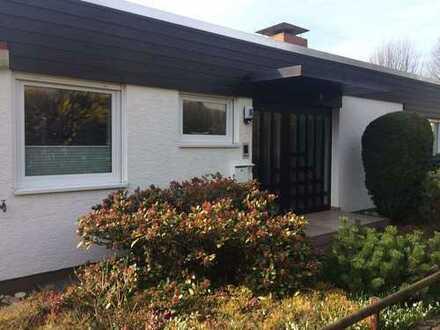moderniesierter schöner Bungalow mit Keller, Kamin und großem Garten in ruhiger Lage