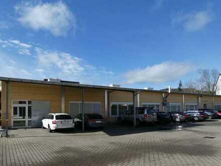 AUMÜLLER-Immobilien - Moderne Halle mit vier Büros, Nebenräumen und Besprechungszimmer, nahe Bahnhof