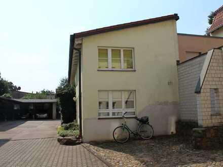 grosse romantische 2 Zimmer Dachgeschoss Wohnung