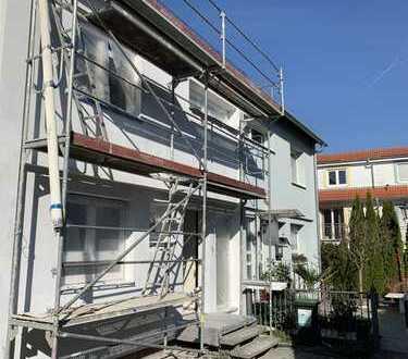 Neusaniertes Reihenmittelhaus in bester Lage Eckenheims zu Vermieten