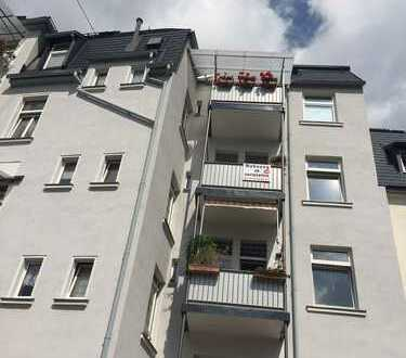 Preiswerte, vollständig renovierte 2,5-Zimmer-Wohnung mit Balkon in Auerbach