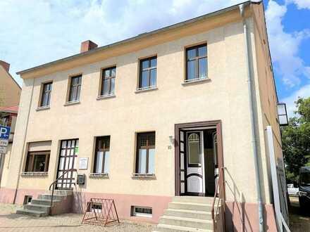 Repräsentatives Mehrfamilienhaus mit einer Gewerbeeinheit in Gramzow zu verkaufen!