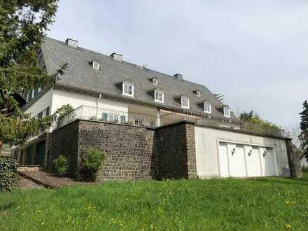 Villa in Hanglage mit Blick in Kirn, Kirn