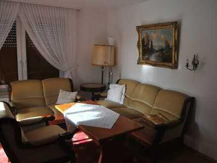 Freundliche möblierte 3-Zimmer-EG-Wohnung mit Terrasse in Gersthofen