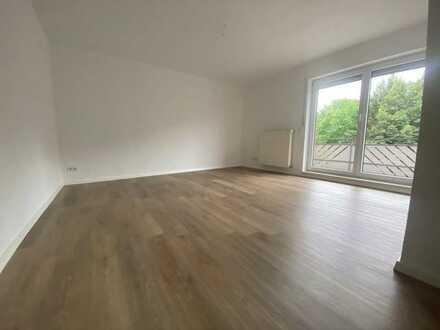 Für Sie frisch renoviert - 3 Zimmer Wohnung inkl. Einbauküche u. Balkon