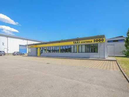 Betriebs- und Werkstattgebäude mit Carports