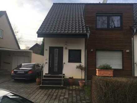 Exklusive, geräumige und neuwertige 3-Zimmer-DG-Wohnung mit Balkon in Düsseldorf