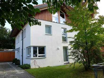 Frei stehendes 1-Familienhaus ca. 190 m² Wfl. + 75 m² Nfl. + Doppelgarage. Hell, freundlich u. ruhig