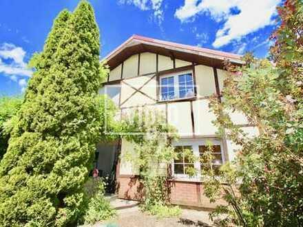 Wohnen im Grünen und doch Zentral - modernes Landhaus mit Einliegerfunktion und Nebengebäude