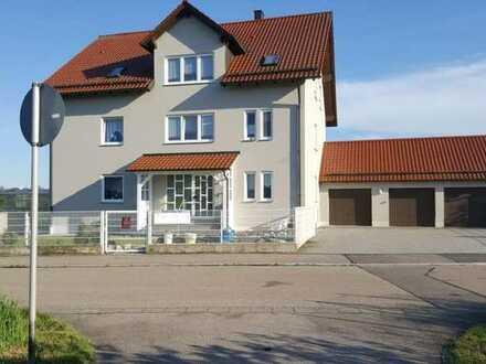 Gepflegte 3-Zimmer-Wohnung mit Balkon und EBK in Schwarzenfeld im Bieterverfahren