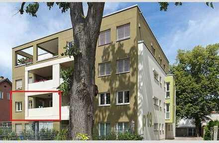 Stilvolle, geräumige und gepflegte 2-Zimmer-Wohnung mit Balkon in Augsburg