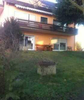 Exklusive 5 Zimmer - Wohnung mit Terasse und Garten