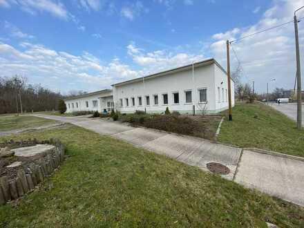 freie Gewerbeflächen für Spedition, Logistik, Produktion - offene Stellflächen und Lagerhallen