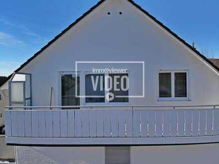 Stadtnah in ruhiger Anliegerstraße mit eigener Garage! 2 Zimmer-Wohnung im DG